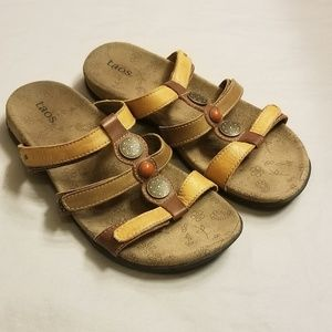Taos Prize Brown Tan Leather Sandals Size 7
